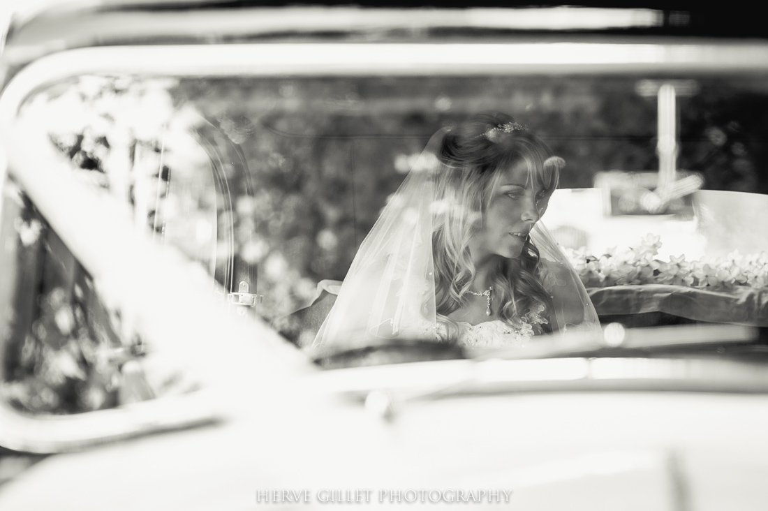 bride and the wedding car
